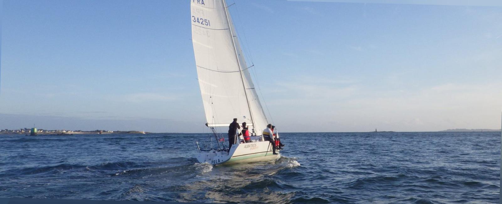 Bateau voilier en mer